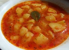 Tocanita de cartofi Romania Food, Vegetarian Recipes, Healthy Recipes, Up Halloween, Cheeseburger Chowder, Thai Red Curry, Good Food, Soup, Dishes