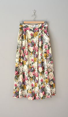 vintage floral print skirt / floral midi skirt... great pattern for capris