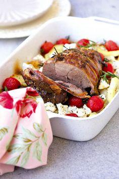 Ontbeende lamsboud met aartappels en fetakaas South African Recipes, Ethnic Recipes, Lamb Ribs, Lamb Dishes, Yummy Food, Tasty, Winter Food, Salmon Burgers, Feta
