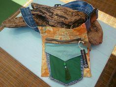 Riñonera de tela,  hecha con materiales reciclados: vaqueros viejos, telas vintage, etc. Cómoda, resistente, divertida. Reducir, reciclar,reutilizar