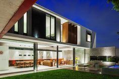 An imposing Example of Modern Brazilian Architecture: Planalto House - http://freshome.com/2014/05/14/imposing-example-modern-brazilian-architecture-planalto-house/