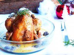 Volaille farcie aux noisettes et à la pancetta, sauce aux morilles et au vin jaune
