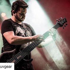 @bassmusicianmag #Repost @gruvgear ・・・ #Repost #gruvartist @felipeandreoli 👊🏼 #FretWraps #bass ・・・ Rock na Praça! Pic by Raony Correia.…