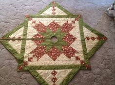 Christmas tree skirt shared on MyQuiltPlace.com by Gale Smith