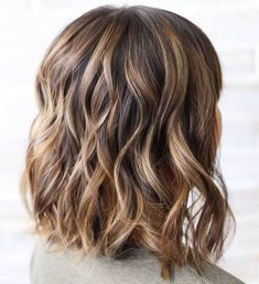 Ideas for Light Brown Hair with Highlights and Lowlights Medium Brown Hair With Blonde HighlightsMedium Brown Hair With Blonde Highlights Brown Blonde Hair, Light Brown Hair, Dark Hair, Medium Blonde, Haircuts For Medium Hair, Medium Hair Styles, Curly Hair Styles, Hair Medium, Bob Haircuts