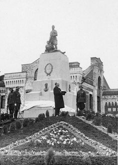 Unveiling the monument in Tallinn to cadets killed during the suppression of the attempted coup d'état in 1924