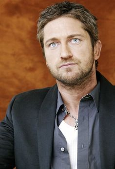 Gerard Butler, male actor, celeb, steaming hot, eyecandy, sexy, powerful face, beard, intense eyes, portrait, photo