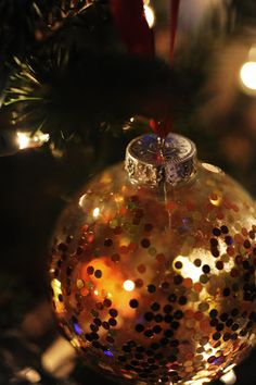 Rust & Sunshine: 12 Days of Christmas Ornaments - Day 8: Sequin Bulbs