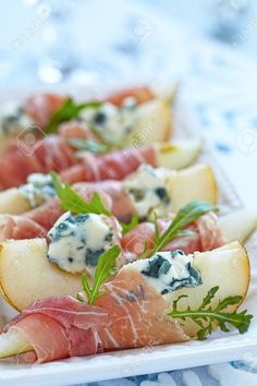 Voorgerecht Met Peer, Prosciutto En Blauwe Kaas Voor Vakantie Royalty-Vrije Foto, Plaatjes, Beelden En Stock Fotografie. Image 31452663. Tapas, Antipasto, Homemade Recipe Books, Snack Recipes, Healthy Recipes, Snacks, High Tea, Food Inspiration, Love Food
