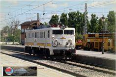 """269 """"Vaticana"""" maniobrando en la estación de Aranjuez. http://ju5modelismo.blogspot.com.es/"""