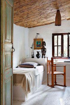 Rustic Bedroom Furniture Ideas to Get Farmhouse Charm - Best Home Remodel Home Bedroom, Bedroom Furniture, Bedroom Decor, Bedroom Ideas, Master Bedroom, Asian Bedroom, Bedroom Cabinets, Rustic Italian Decor, Stil Rustic