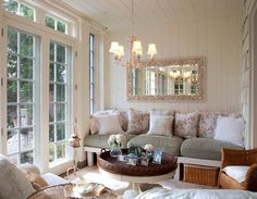 Sunroom- Love the built in bench