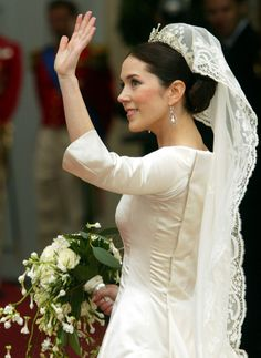 The Crown Princess wore an Irish lace veil that has been worn by all the Danish-descended brides of the royal family since 1905. Originally a gift to Crown Princess Margret of Sweden, it was eventually passed down to her daughter, Princess Ingrid, upon her 1935 marriage in Stockholm. (Pascal Le Segretain/Getty Images Entertainment)