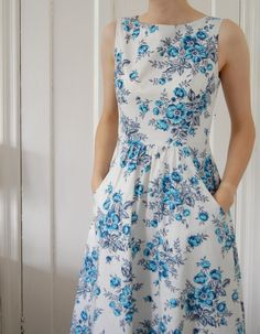 Spring & Summer are upon us.Nothing says cool  like this lovely dress.The pattern is  Simplicity 2591 look for the pattern at your fabric center. love love this .Gotta make it..
