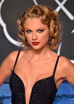 Bold lip + Cat Eye {Taylor Swift}