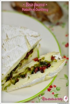 Brie fourré pistache et cranberry Buffet Party, Come Dine With Me, Salty Foods, Cooking Recipes, Healthy Recipes, Recipes From Heaven, How To Make Cheese, Charcuterie Board, Finger Foods
