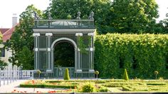 Go on a tour through the Palace Park and explore the most beautiful sites in the Schönbrunn Palace Park. Beautiful Sites, Beautiful Gardens, Maria Theresa, George Washington Bridge, Things To Know, World Heritage Sites, Brooklyn Bridge, Touring, Palace