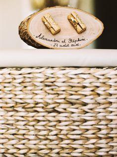 Porte-alliances original en bois et bouchons de liège. Mariage thème vin, vignoble. #loveandwine