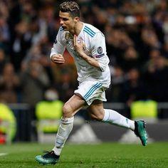Real Madrid 1-3 Juventus (ag. 4-3) Mandzukic 2' 37' Matuidi 60' @Cristiano 90'3' (p) #Emirates #APorLa13 We're through to the SEMI-FINALS!