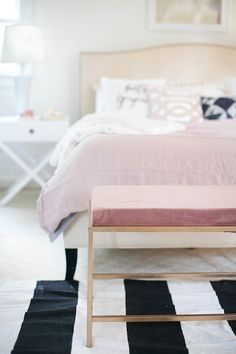 how to turn an ikea coffee table into the bedroom bench of your dreams inredning sovrum och. Black Bedroom Furniture Sets. Home Design Ideas