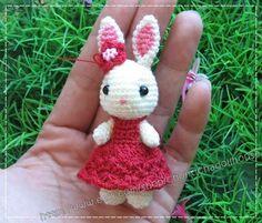bunny amigurumi.