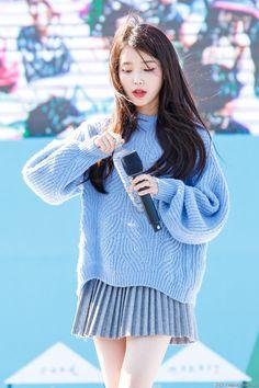 K-Pop Babe Pics – Photos of every single female singer in Korean Pop Music (K-Pop) Cute Korean, Korean Girl, Asian Girl, Korean Idols, Iu Fashion, Korean Fashion, Kpop Girl Groups, Kpop Girls, Korean Celebrities