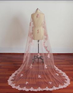 100% Real Image Rose Pink Bridal Veils 2015 Lace Appliques Long For Cathedral Train Beach Wedding Dresses Princess Accessories High Quality Modern Veils Organza Veil From Myweddingdress, $23.79| Dhgate.Com