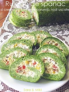 Spinach and cream roulade with mushrooms, corn, dried red colors of the plate ~ Feta, Vegetarian Recipes, Cooking Recipes, Cute Snacks, Romanian Food, Romanian Recipes, Veggie Tales, Dried Tomatoes, Avocado Egg