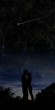 Coppia innamorata sul notte stellare