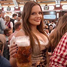 Octoberfest Girls, Oktoberfest Costume, German Girls, Beer Girl, Bikini Poses, Beer Festival, Bride Hairstyles, Beauty Women, Root Beer