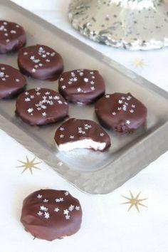 Christmas Treats, All Things Christmas, Candy Recipes, Dessert Recipes, Xmas Food, Marzipan, Fudge, Nom Nom, Food And Drink
