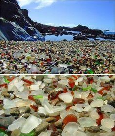 世界上最闪亮的海滩——玻璃海滩。位于美国加州布拉格堡,整个海滩竟然是由的玻璃组成的,五彩斑斓,让人眼花缭乱。遗留在海滩上数吨的玻璃经过太平洋多年的冲刷,形成了今天我们看到的独特风景。