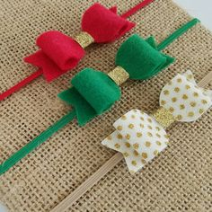 In love with this Christmas headband set, featuring an exclusive gold bow.