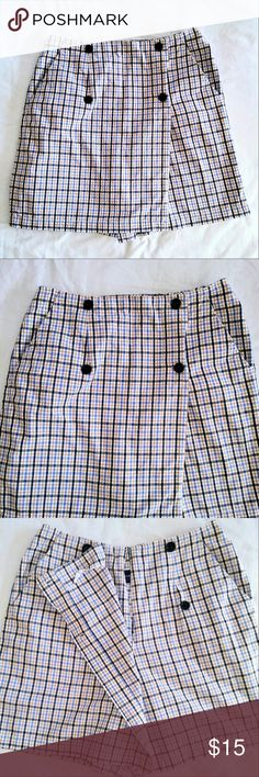 LIZ Claiborne Skort 100% Plaid Tennis Skirt + Shorts Skort by Liz Claiborne. Women's 10. In excellent used condition. From a smoke free home. Make an offer! Liz Claiborne Shorts Skorts