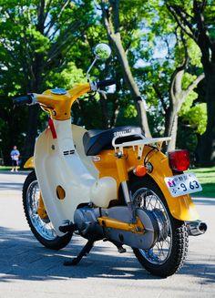 公園Cafeツー03 Vintage Honda Motorcycles, Triumph Motorcycles, Custom Motorcycles, Honda Cub, Japanese Motorcycle, Classic Motorcycle, Girl Motorcycle, Motorcycle Quotes, Aftermarket Car Parts