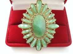 Catawiki Vintage (1970s) – Huge statement Ring with light green jade lucite – No Reserve