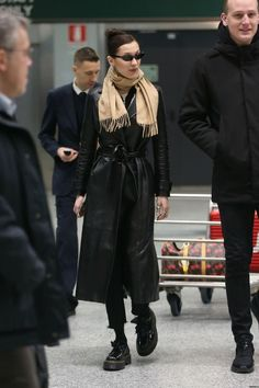 winter date outfits Bella Hadid Outfits, Bella Hadid Style, Look Fashion, Fashion Outfits, Womens Fashion, Fashion Tips, Fall Winter Outfits, Autumn Winter Fashion, Street Style Vintage