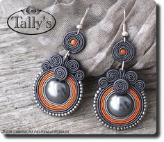 gray and terra cotta earrings Paper Bead Jewelry, Quilling Jewelry, Paper Earrings, Paper Beads, Beaded Earrings, Wire Jewelry, Jewelry Crafts, Beaded Jewelry, Handmade Jewelry