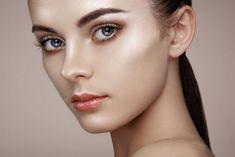 Best Matte Foundation for Oily Skin Strobing Makeup, Le Contouring, Makeup Primer, Best Matte Foundation, Foundation For Oily Skin, Makeup Trends, Beauty Trends, Nose Makeup, Makeup Eyes