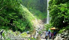 Secara administratif, kawasan Wisata Air Terjun Grojogan Sewu Tawangmangu terletak di Kecamatan Tawangmangu, Kabupaten Karanganyar, Jawa Tengah