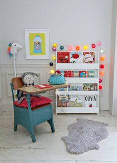How to decorate a child's reading corner without holes in the wall using command brand wall strips. Put up art prints, lights and toys easily with no damage to your walls. Great for renters.
