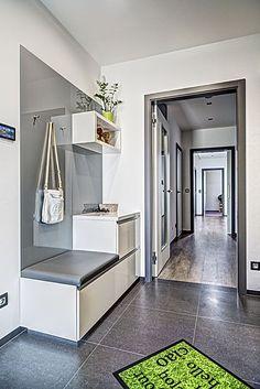 jídelnou Kitchen Room Design, Home Room Design, Home Decor Kitchen, House Design, Sweet Home Design, Home Entrance Decor, Flur Design, Hallway Furniture, Interior Design Living Room