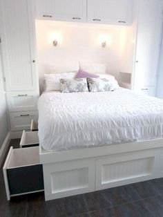 17 Insanely Clever Bedroom Storage Ideas in 2019 You Will Love. Clever Bedroom Storage Ideas in Insanely Bedroom Storage Ideas - To make this happen, you can start by changing the bedroom storage. Here are some bedroom storage ideas for your home Bedroom Built Ins, Small Bedroom Storage, Small Master Bedroom, Small Bedroom Designs, Closet Bedroom, Home Bedroom, Bedroom Decor, Budget Bedroom, Small Storage