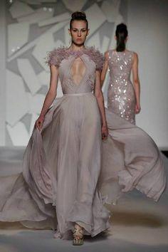 Abed Mafouz. O que vos parece este vestido de noiva? A mim, um deslumbramento.