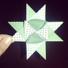 Estrellas de origami Playing Cards, Origami Stars, Activities, Manualidades, Playing Card Games, Game Cards, Playing Card