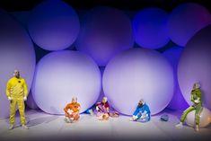 """aufblasbare Bälle für Schauspielhaus Wien für """"Rand"""" - interessant und lustig inszeniert kommen auf """"normale"""" aufblasbare Bälle perfekt zur Geltung - lassen Sie uns wissen was Sie brauchen - no problaim fertigt aufblasbare Objekte nach Kundenwunsch"""