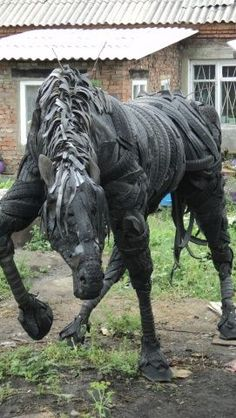 Snake made from old tires Source Articles made of tires horse Source DIY Tin . Snake made from old tires Source Articles made of tires horse Source DIY Tin Can Flower Bird Fee Horse Sculpture, Animal Sculptures, Tire Craft, Tin Can Flowers, Tyres Recycle, Deco Originale, Old Tires, Junk Art, Recycled Art