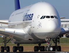 Primera prueba de taxeo después de pintura de este Airbus A380-841de Lufthansa