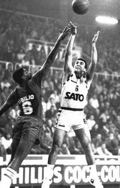 Nikos Galis and Chicho Sibilio in 1987-88 season.