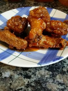 A simple sweet, sticky and spicy Honey Hot Sauce Wings recipe that is perfect for game day, family gatherings or just because. Honey Hot Wing Sauce Recipe, Hot Sauce Recipes, Best Chicken Recipes, Honey Garlic Wings, Honey Garlic Sauce, Fried Chicken Wings, Oven Baked Chicken, Chicken Breasts, Hot Wing Sauces